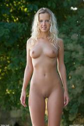 http://img237.imagevenue.com/loc107/th_216230206_A006_123_107lo.jpg