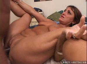 Young milf doing homemade porn