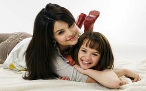 Selena Gomez - Cuteness - Mixed Quality Wallpapers Th_23583_tduid1721_Forum.anhmjn.com_20101130202240002_122_219lo