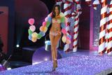 th_17434_Adriana_Lima-Victorias_Secret_Fashion_Show_2005-11-09-2005-Ripped_by_kroqjock-HQ10_122_229lo.jpg