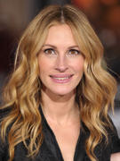 """Julia Roberts @ """"Valentine's Day"""" Premiere in Hollywood 02/08/10- 7 HQ"""