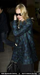 Nov 21, 2010 - Kate Bosworth - At Incheon Airport in Seoul Th_78903_tduid1721_Forum.anhmjn.com_20101130075736027_122_433lo