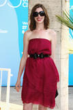 http://img237.imagevenue.com/loc487/th_43178_Anne_Hathaway_arrives_at_the_Excelsior_Hotel_Venice-02_122_487lo.jpg