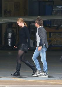 Nicole Kidman arrive into Melbourne on the day of their eighth wedding anniversary 06-26-2014 (not HQ)