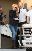 Nov 15, 2010 - Britney Spears shopping at Topanga Plaza Mall in Hollywood (24 MQ + 15 HQ) Th_05105_Forum.anhmjn.com_003_122_547lo