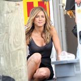 """Jennifer Aniston On the set of 'Bounty Hunter' Foto 955 (Дженнифер Анистон На съемках фильма """"Bounty Hunter"""" Фото 955)"""